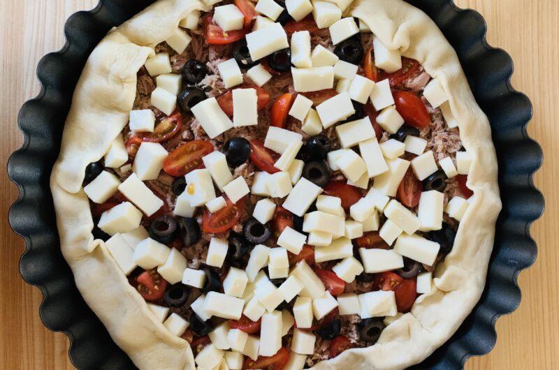 Torta salata tonno, olive e pomodorini