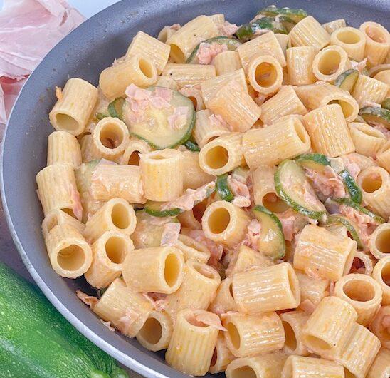 Mezzi rigatoni prosciutto cotto, zucchiene e panna