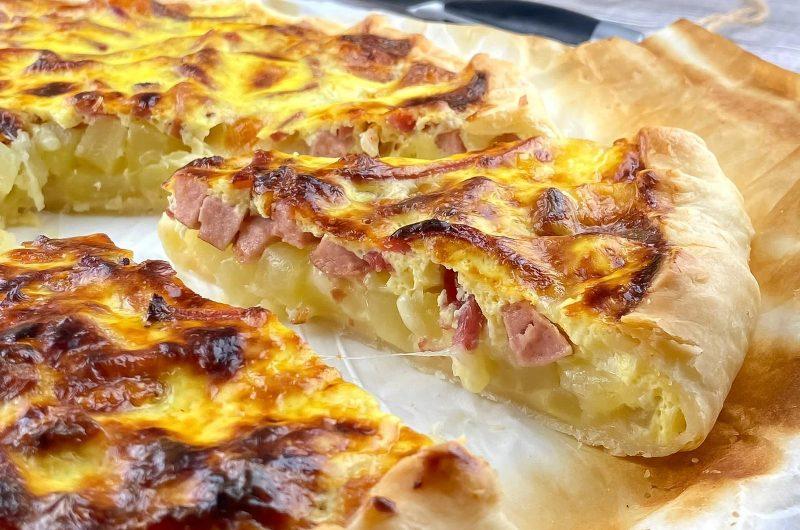 Torta rustica würstel, patate e mozzarella